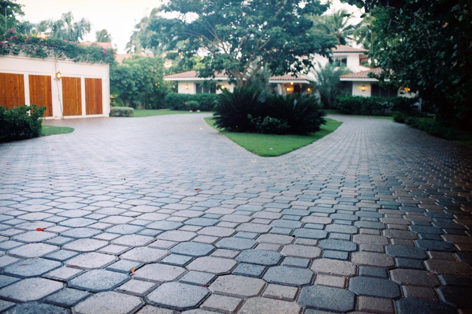 Pavimentos para exterior aguayo for Adoquines para jardin precio
